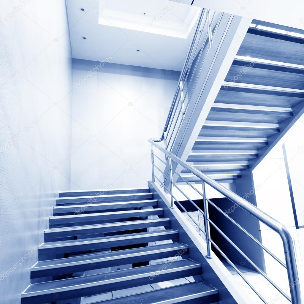 Escalier Dans La Maison escalier dans la maison moderne — photographie gyn9037