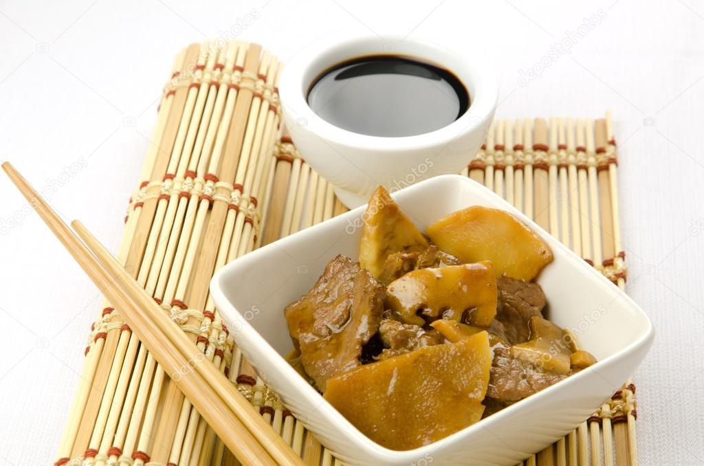 Chinesisches Essen Rindfleisch Mit Bambus Und Pilzen Stockfoto