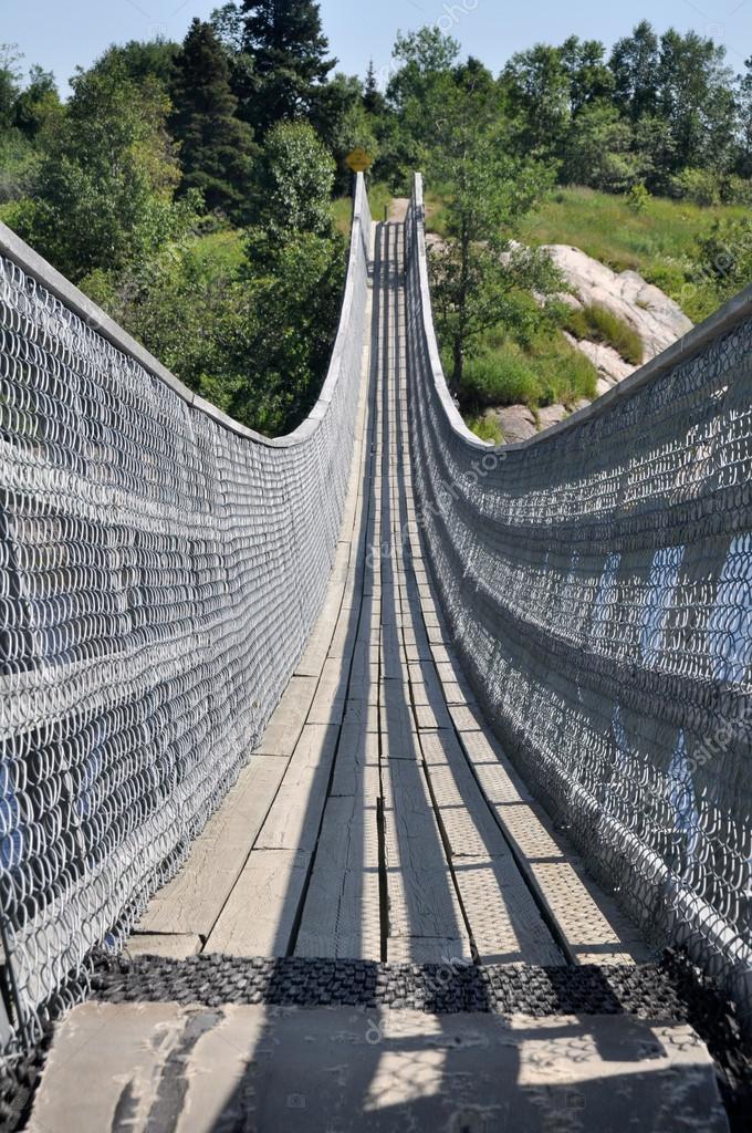 Suspended pedestrian Bridge, Quebec (Canada)