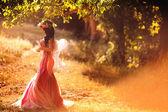 Fotografie okouzlující víla v lese