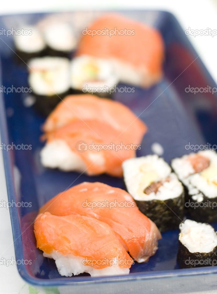 Sushi cuisine traditionnelle japonaise photographie lacamerachiara 13550523 - Cuisine japonaise traditionnelle ...