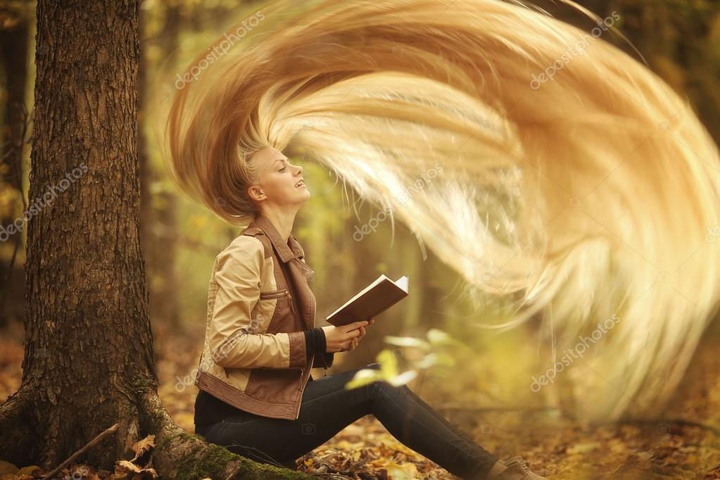 Raiponce avec tr s longs cheveux blonds photographie xload 22168331 - Telecharger raiponce ...