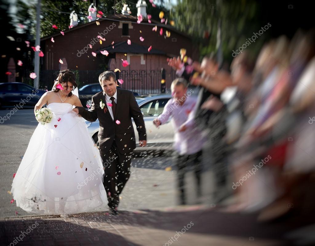 Svatba V Rusku Nevesta A Zenich V Jejich Svatebni Saty Stock