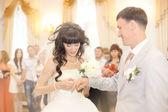 nevěsta a ženich na svatbě