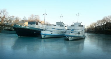Ships on the frozen river