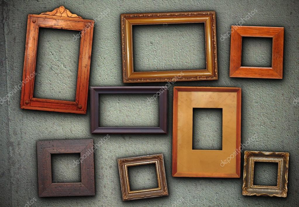 Sacco di cornici da quadro appesi sulla parete verde foto stock taviphoto 37748291 - Cornici foto da parete ...