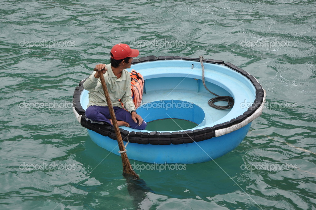 Vietnamese round boat stock editorial photo tinajeans for Circle fishing boat