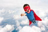 Fotografia ragazzo del bambino supereroe volare