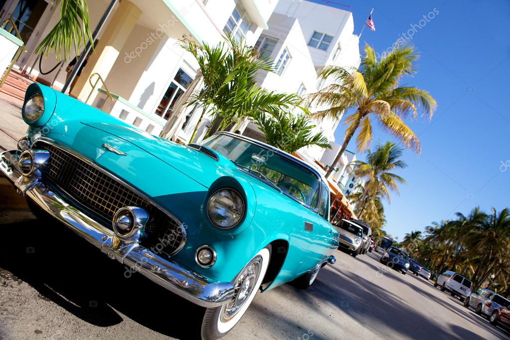 Miami old car – Stock Editorial Photo © fotokenzo #12889081