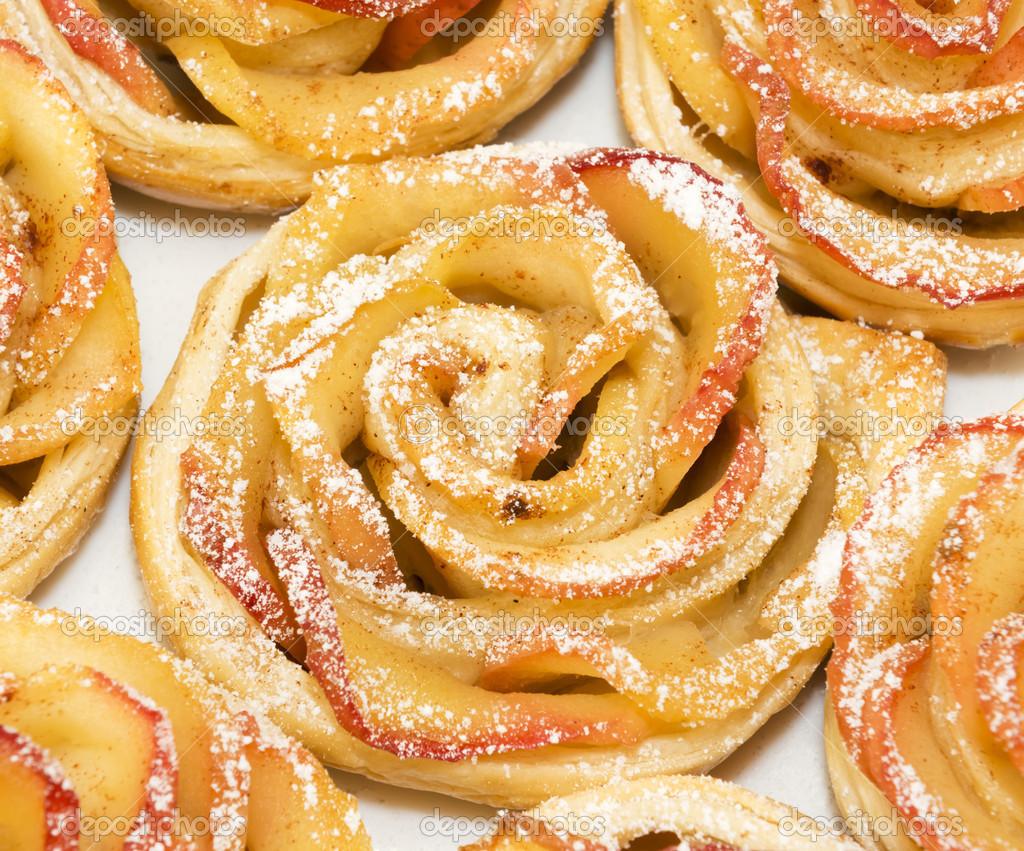 Маленький столик за углом - Том VI - Страница 2 Depositphotos_35590839-stock-photo-sweet-rolls-with-apples-in