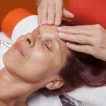 Wrestling Dot facial hand spa treatment clean