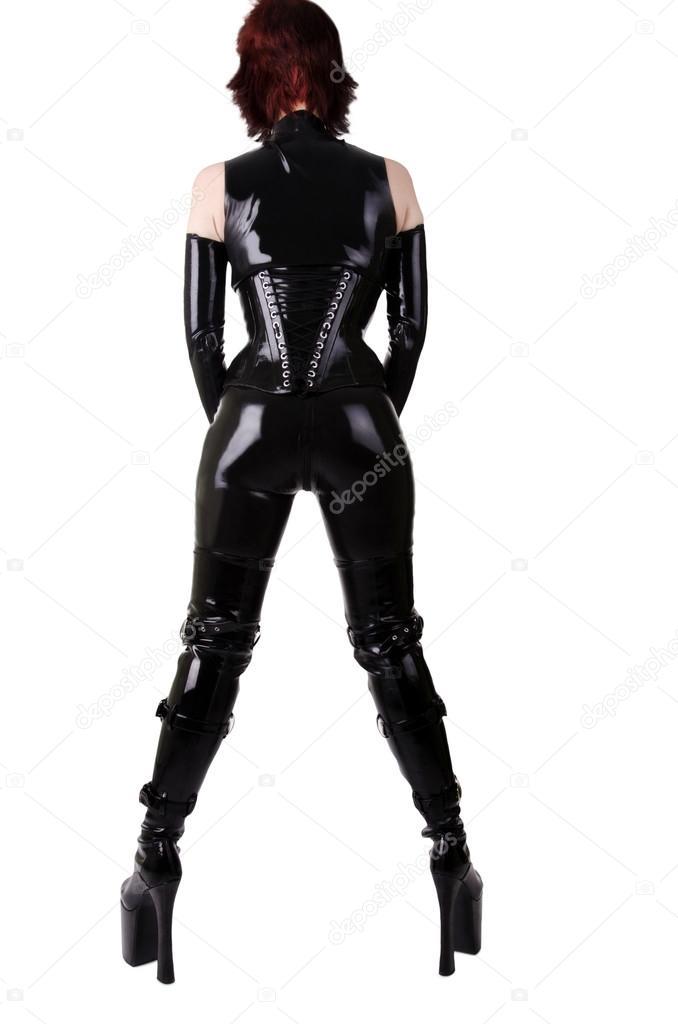 Frau in latex anzug