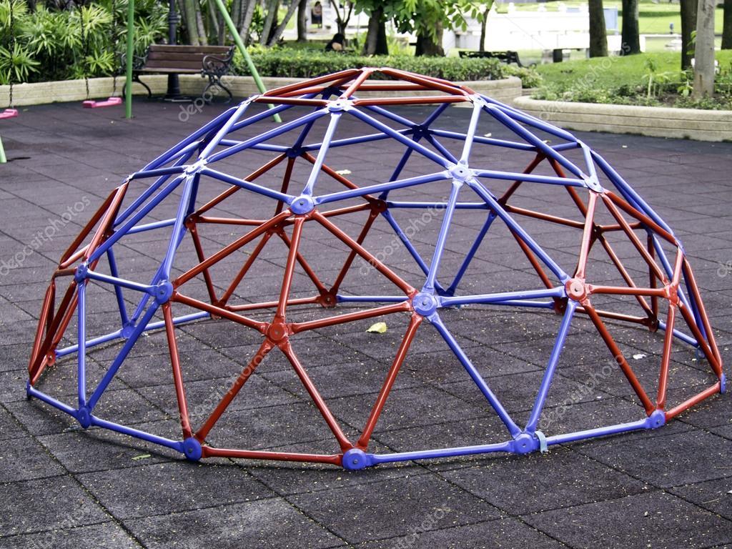 Geodätische Kuppel bunte geodätische kuppel stockfoto siraanamwong 13353318