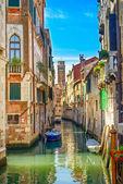 Fotografie Venedig-Stadtansicht, Wasserkanal, Campanile Kirche und traditionellen Gebäuden. Italien