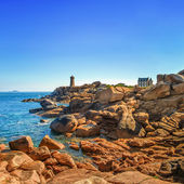 Photo Ploumanach lighthouse morning in pink granite coast, Brittany, France.