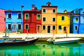 Photo Venice landmark, Burano island canal, colorful houses and boats,