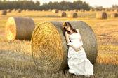 Fényképek A naplemente gyönyörű menyasszony