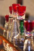 pyramida z koktejlů s alkoholem