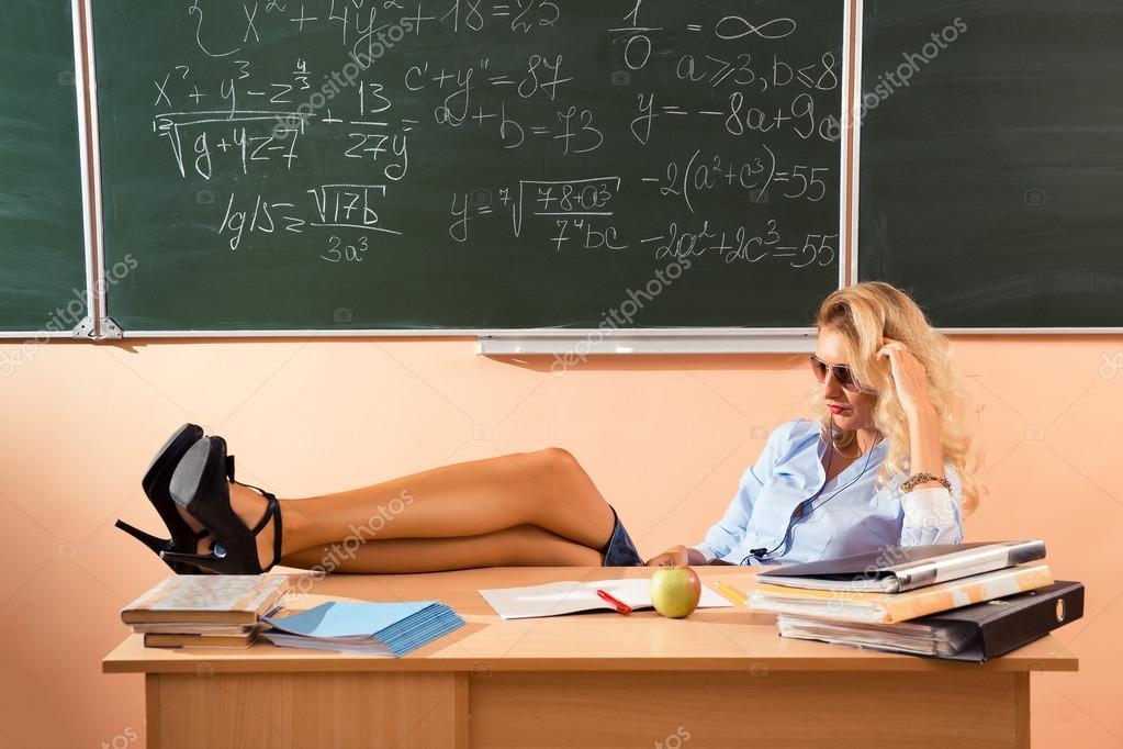 Порно учительница принимает экзамен у учениц