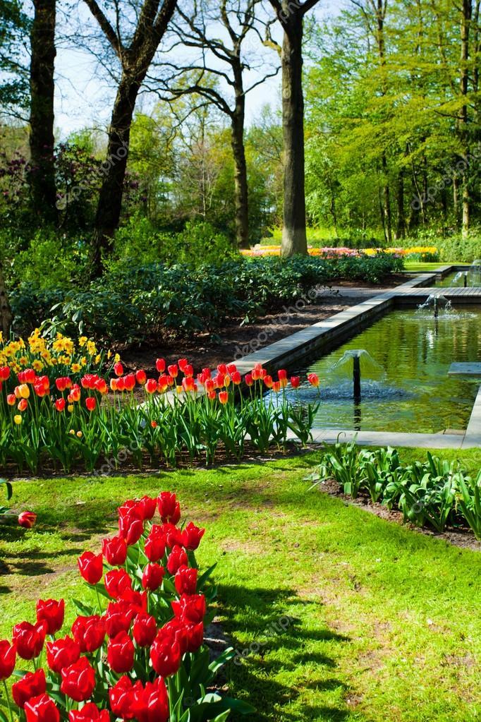 Amazing Paisaje Jardín De Primavera U2014 Fotos De Stock