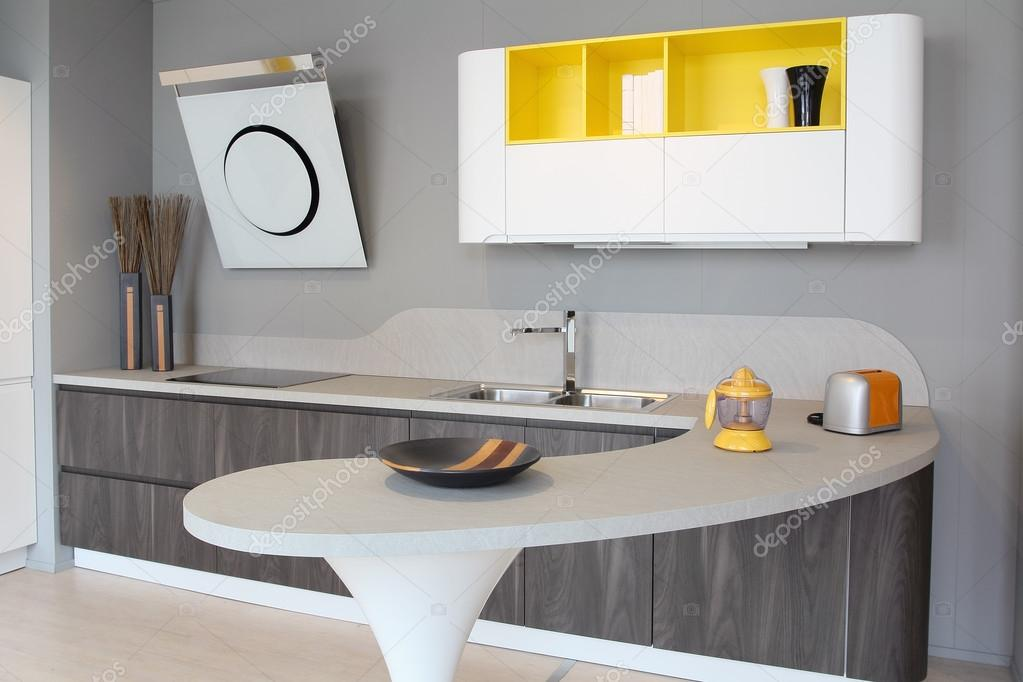 Geel De Keuken : Moderne keuken wit en geel u stockfoto captblack