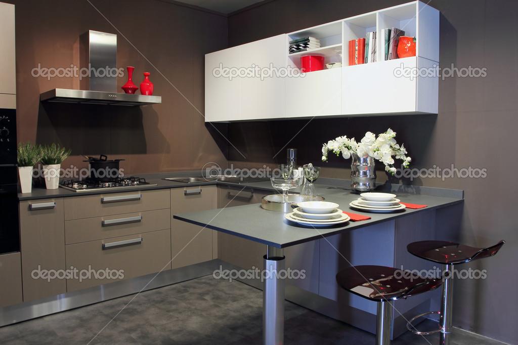 Moderne Keuken Grijs : Stijlvolle moderne keuken wit en grijs u stockfoto captblack