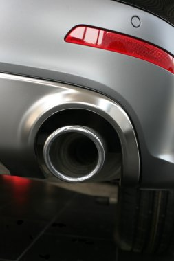 Exhaust pipe and back part of car