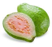 guava s půl izolované na bílém