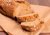 Celozrnný chléb全粒粉パン