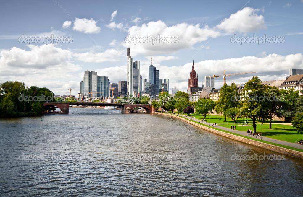 Panoroma Of The New District In Frankfurt With Luxury Apartments - Frankfurt river