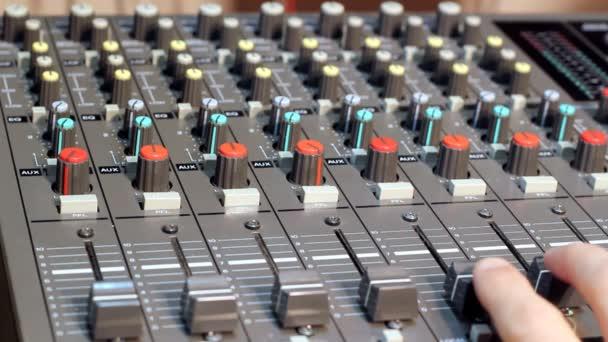 hangkeverő