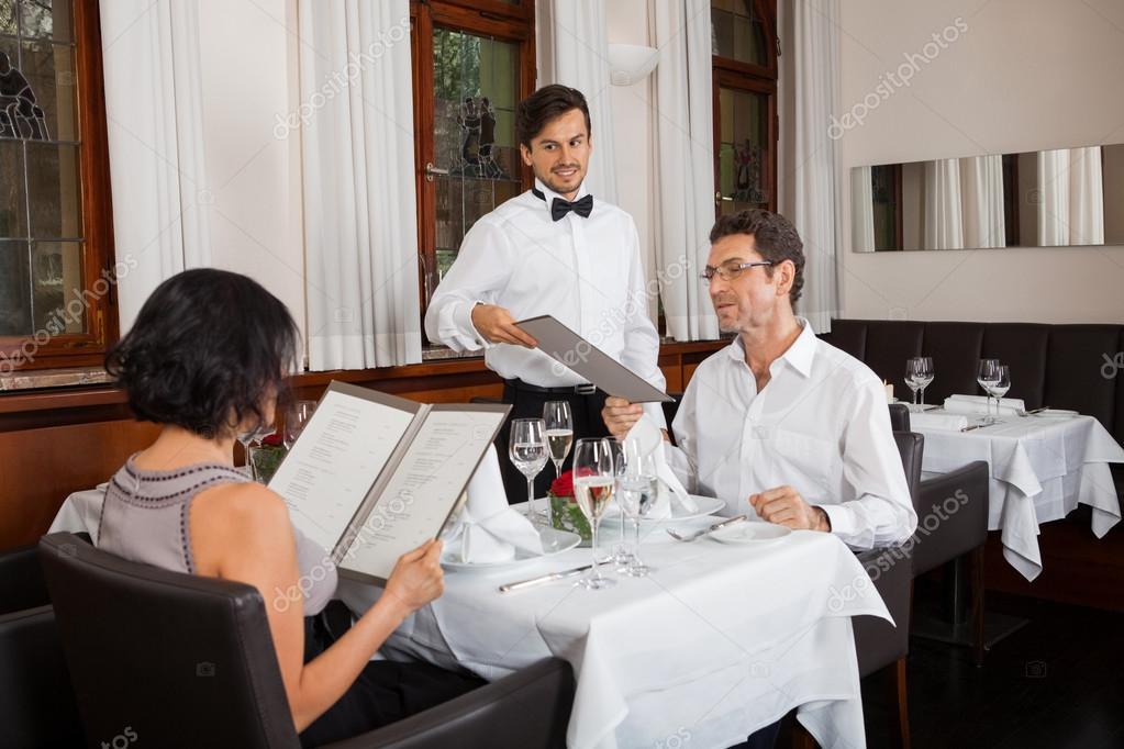 Risultati immagini per coppia al ristorante