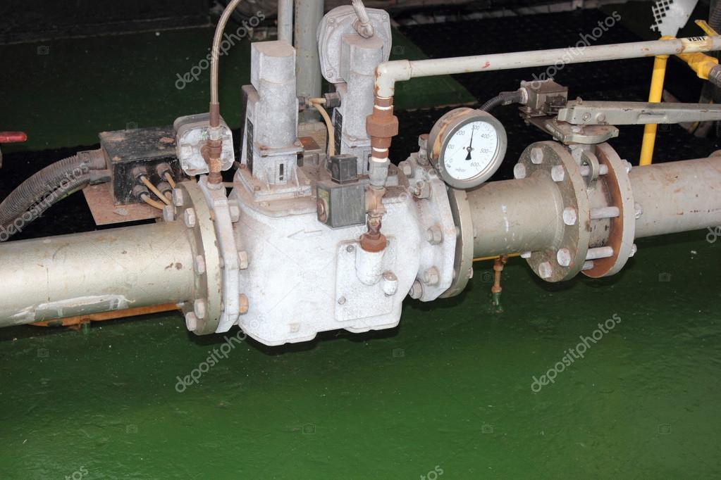 ein Gas-Zug liefert eine industrielle Duell-Kraftstoff-Dampfkessel ...