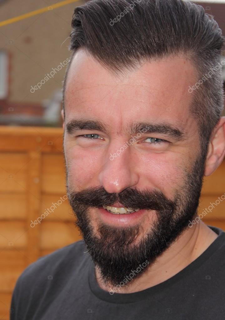 ein Englisch Mann mit einem großen Lächeln — Stockfoto