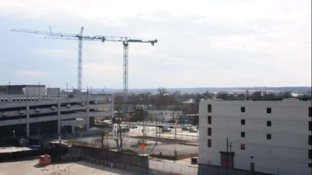 stavební jeřáby na obloze
