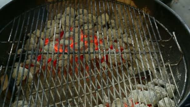 umístění pečené na grilu