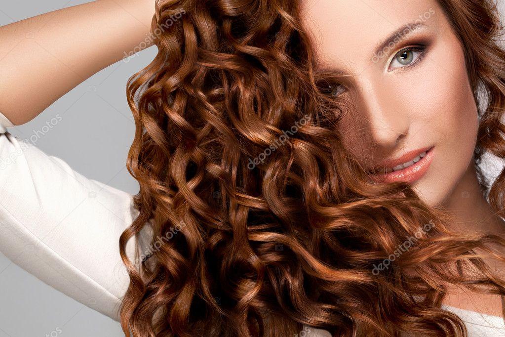Mujeres con cabello rizado hermoso