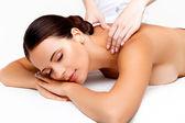 masáž. detail krásné ženy dostat lázeňská léčba