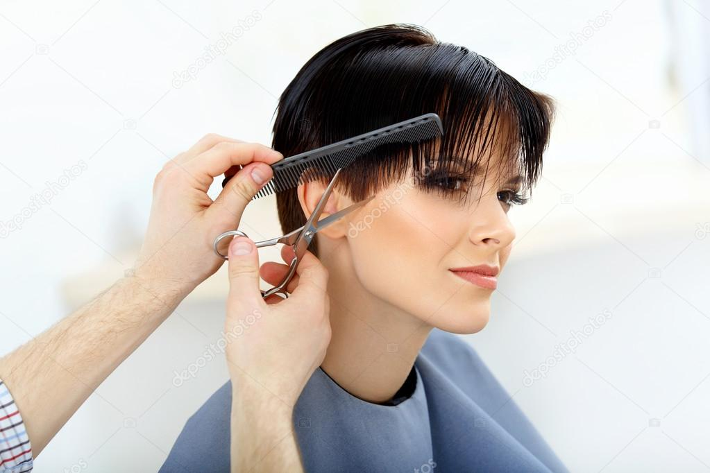 Brunette With Short Hair In Hair Salon Stock Photo Puhhha 43287713