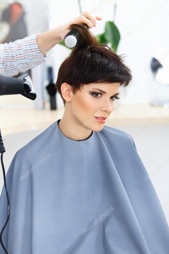 Brunette With Short Hair In Hair Salon Stock Photo Puhhha 43288157