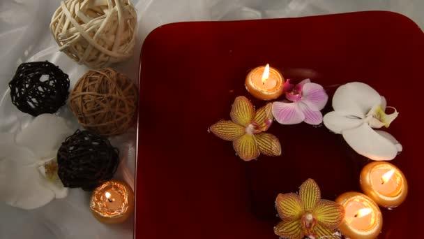 úszó gyertyák és orchideák