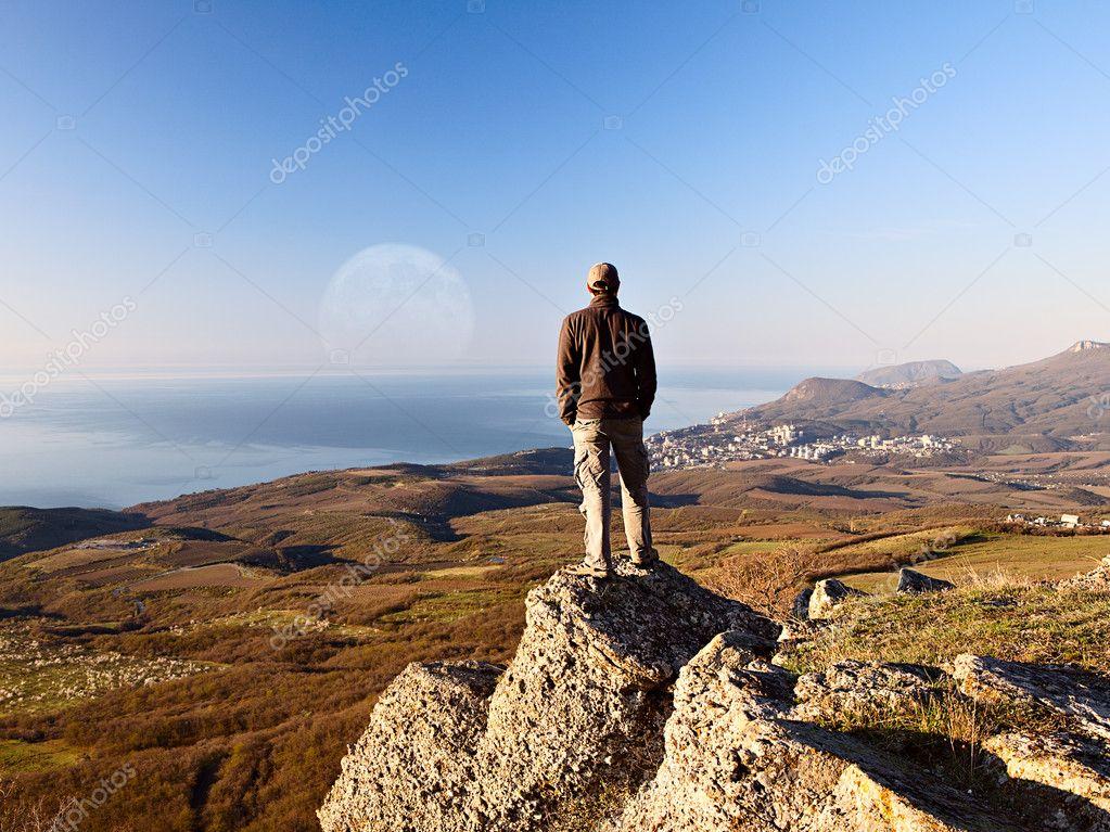Resultado de imagen para hombre en la sima de la montaña