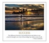 Fotografia surfista si staglia alloceanside pier, oceanside, california