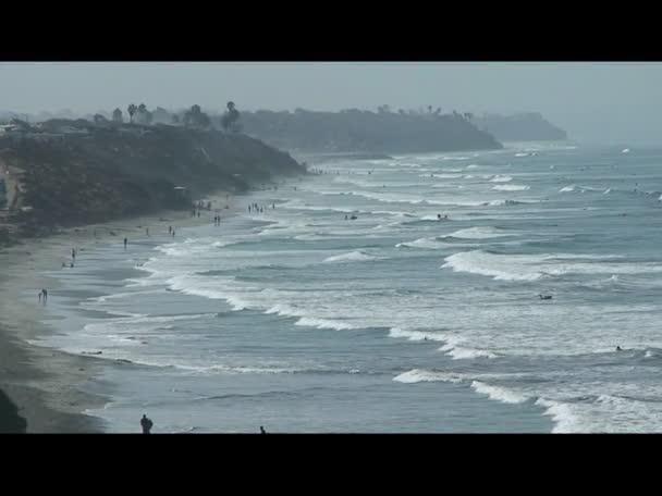 vlny přicházející na břeh - Tichý oceán