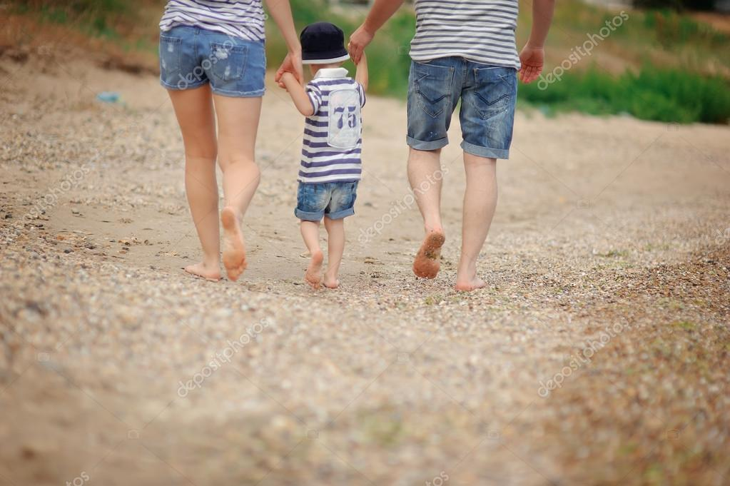 nackte familie am strand