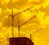 Fotografie stavební jeřáby v západu slunce světla