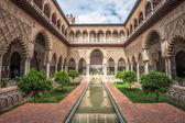 nádvoří v královské alcazars v seville, Španělsko
