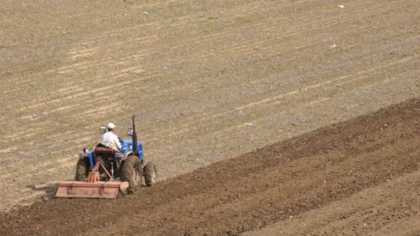 traktor orat pole na jaře 03