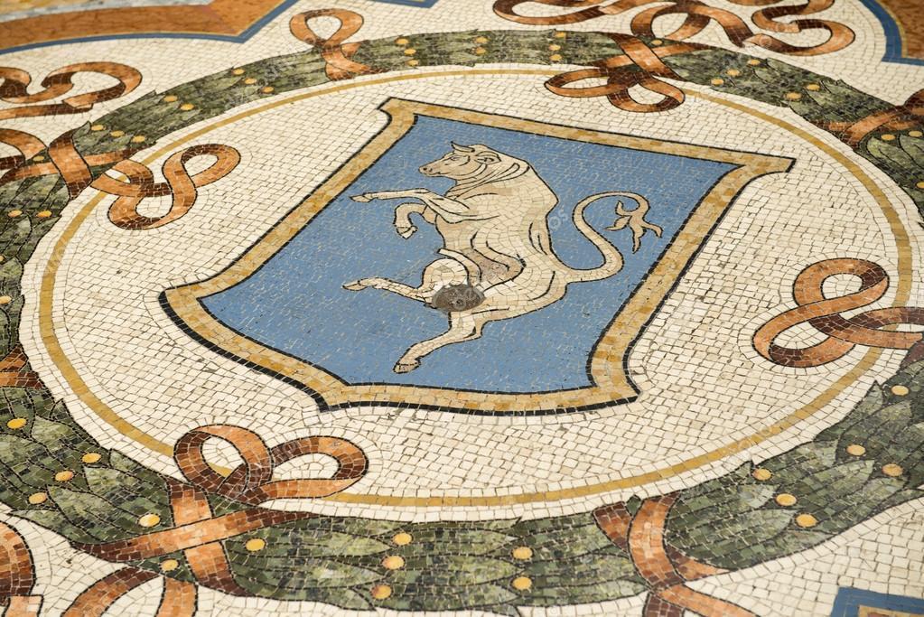 Pavimento con mosaico e il design del cappotto delle armi for Pavimento con mosaico