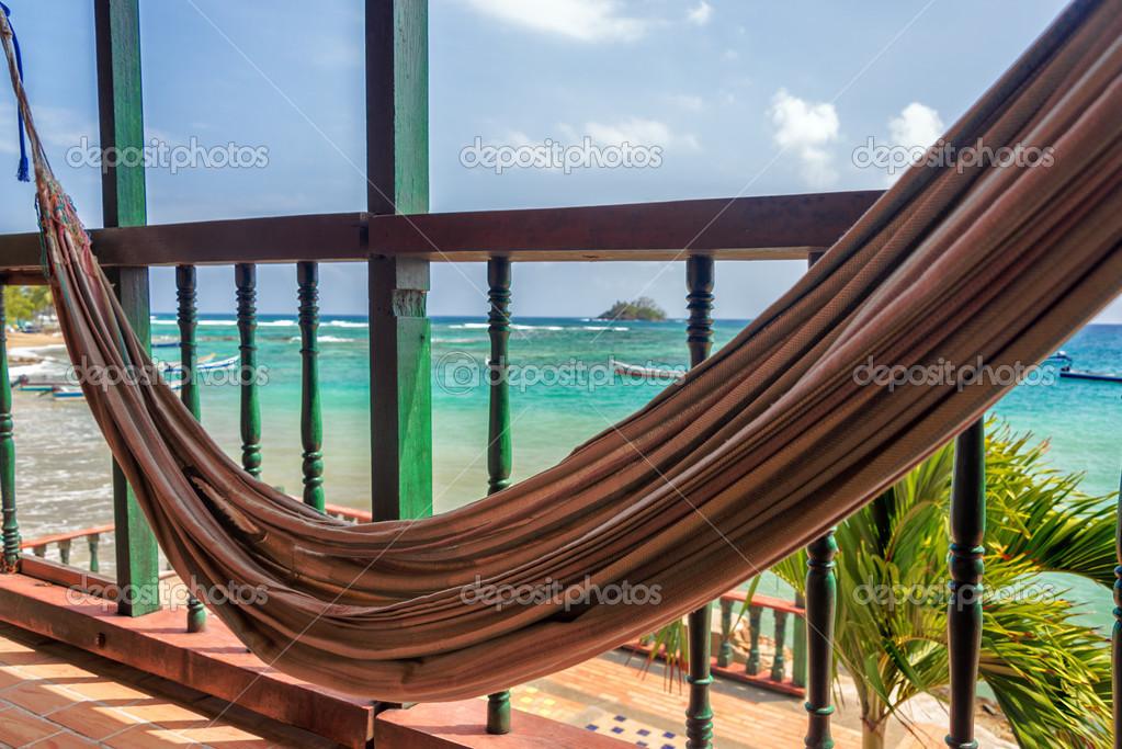 Hangmat Op Balkon : Hangmat en zee u2014 stockfoto © jkraft5 #43067565